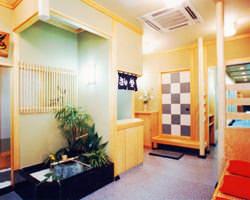 無料で使える茶室等を備え、茶事の利用に好評を得ております。