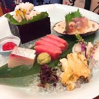 地元宮城・三陸の新鮮魚介や食材を使用したお料理は格別です。