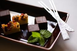 手作りのデザートは如何ですか?グラスに甘い彩りを加えます。