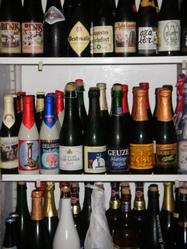 ★4銘柄の樽生と約100種類のボトルビールを揃えてます。