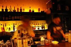 Bangeのお酒は会話も楽しいバーカウンターからお作りしてます!