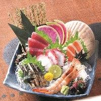 生まぐろ、生サーモン、季節の鮮魚を中心に、人気の御造りを厳選