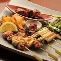 当店自慢の比内地鶏料理は豊富にご用意。串盛合せは大人気!