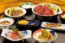 2時間飲み放題付きコース4,000円~。料理のみコースもあり。