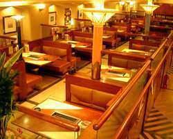 全110席の広々とした店内。 個室席・掘りごたつ席も完備!