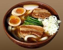 【角煮うどん】煮卵と野菜のバランスの良い醤油味です。