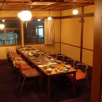 13〜20名様のご利用に最適 雰囲気たっぷりテーブル席(要予約)