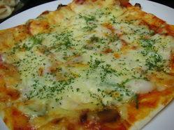 特製ピザ各種 850円より お好きなドリンクと。