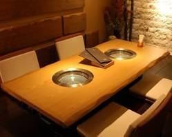 大切な日や接待などに最適なテーブル形式の個室