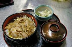 ボリューム満点「豚丼」 930円(税込み)