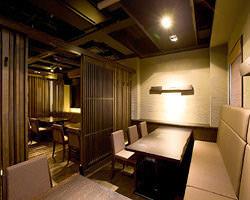 2Fフロア貸切で最大25名様宴会可能。個室は2~6名様