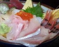旬の海鮮丼 1,580円 旬の魚介類を7種盛り込みました。