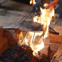 毎日2回の藁で炙る炙り焼が好評!