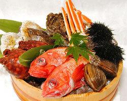 三陸産をはじめとして全国から旬の魚介を厳選してお届けします。