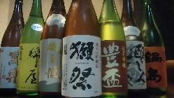 市場で品薄の人気のお酒も揃えております。