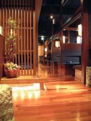 格子で囲まれた掘りごたつ個室 4席+4席の全8席をご用意。