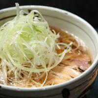 冬でも冷たい蕎麦なのが山形流 冷たい肉そば 並700円(税別)
