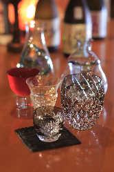 銘酒が揃う日本酒はこだわりの酒器でどうぞ。