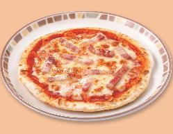 サラミとパンチェッタのピザ