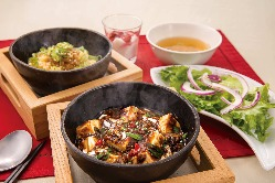 豊富な熱々石焼炒飯
