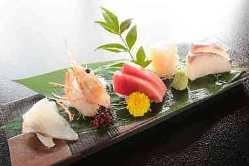 美しく盛られたお料理は、四季を捉えた逸品ばかり。