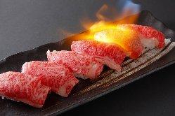 人気の炙り寿司。新しい食感がお楽しみ頂けます。