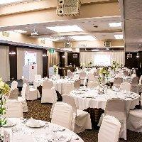 イベントや会議にも対応できる大型貸切スペース。