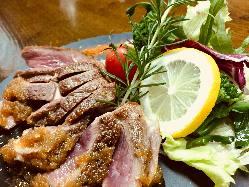 ラム腿肉ステーキ1,600円 ◆レアーに仕上毛ています。
