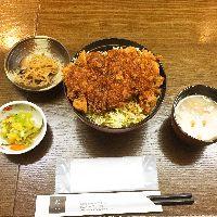 とりカツ丼1,000円 ◆チキンのソースカツ丼