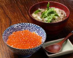 宮城県産のいくらをたっぷりのせたご飯と醤油仕立ての山形芋煮