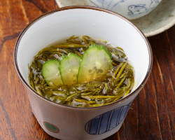 ギバサやマツモなど東北でおなじみの海藻を酢の物で味わう