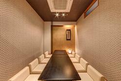 落ち着いた雰囲気の個室で ごゆっくりとお食事を
