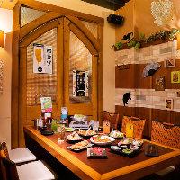 おひとり様歓迎◎店内は明るく賑やかなお食事のお時間に!