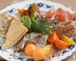 フランスの文化を感じられるコース料理をご用意しております。