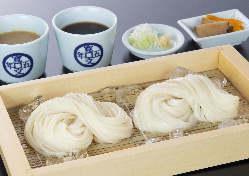 大人気!当店の看板メニュー♪生麺と乾麺の味比べもございます。