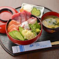 【贅沢海鮮丼】 飲み会の〆にもばっちりなメニューにお腹も満足