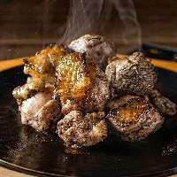みやざき地頭鶏を炭火で豪快に焼き上げた「骨付き塚田焼」