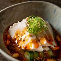 地鶏本来の食感とジューシーさを楽しめる「炭火焼」