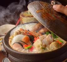 人気の海鮮寄せ鍋は5500円飲み放題付きプランで楽しめます♪