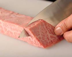 お肉は、注文を受けてから手切りするので新鮮です(一部を除く)