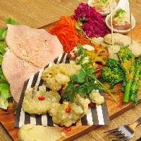 前菜の盛り合わせは先ず食べて頂きたい一品