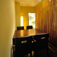はなれには2部屋テーブル個室をご準備しております。