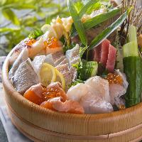 【仙台鮮魚】 豪華桶盛りは迫力満点!自慢の逸品。