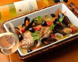 ピッツァ、パスタはもちろんのこと旬の魚介料理やお肉料理も◎