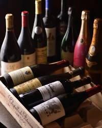 品数豊富なスパークリングワインやシャンパーニュ。