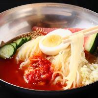 牛の旨みを抽出した極上スープに太さ・コシにこだわった特注麺