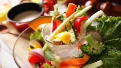 【料理】 旬の食材を使用した、地域性のあるフードラインナップ