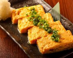 会津地鶏の卵を使用した出し巻き。