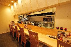 落ち着きのある空間でゆったりとお食事をお楽しみください。