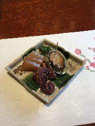 地元ならではの新鮮な食材をふんだんに使用した料理に舌鼓。
